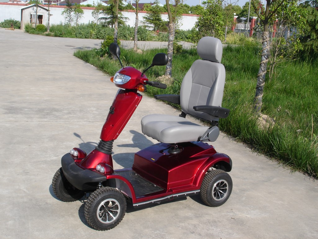 קלנועית אופיר, מושב מפנק, צבע אדום