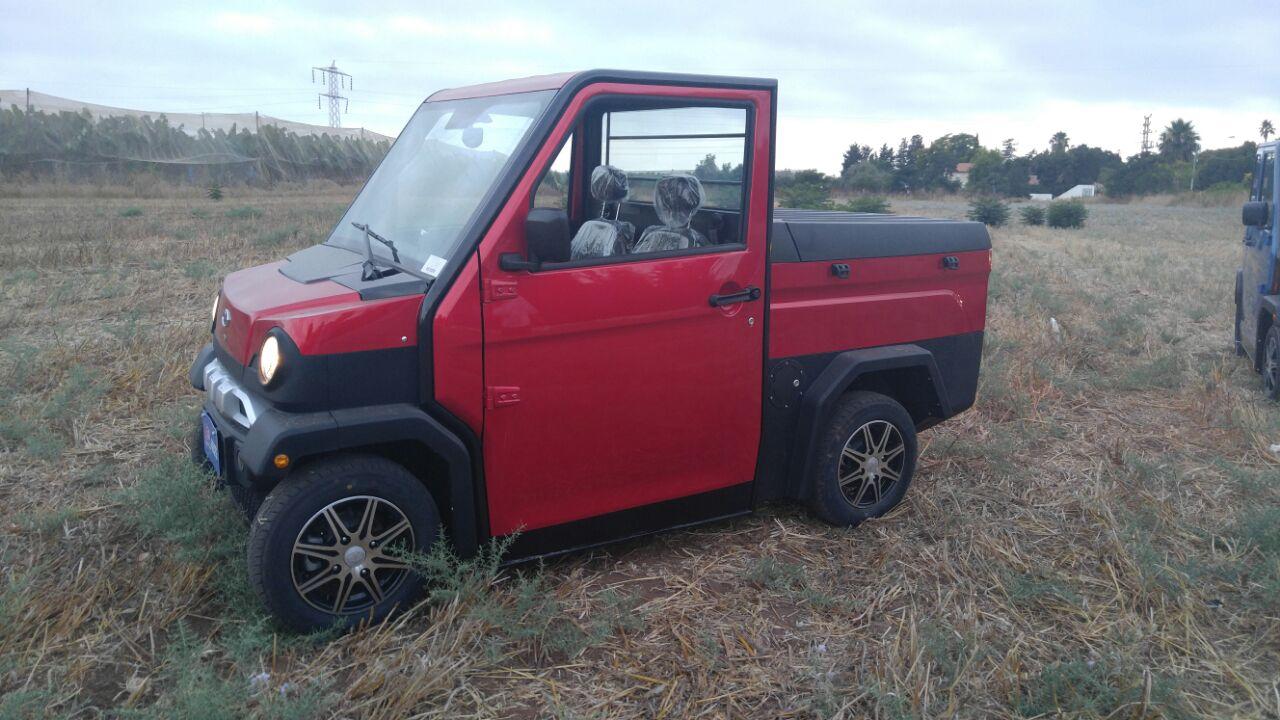 רכב חשמלי אדום דגם CHOCK H