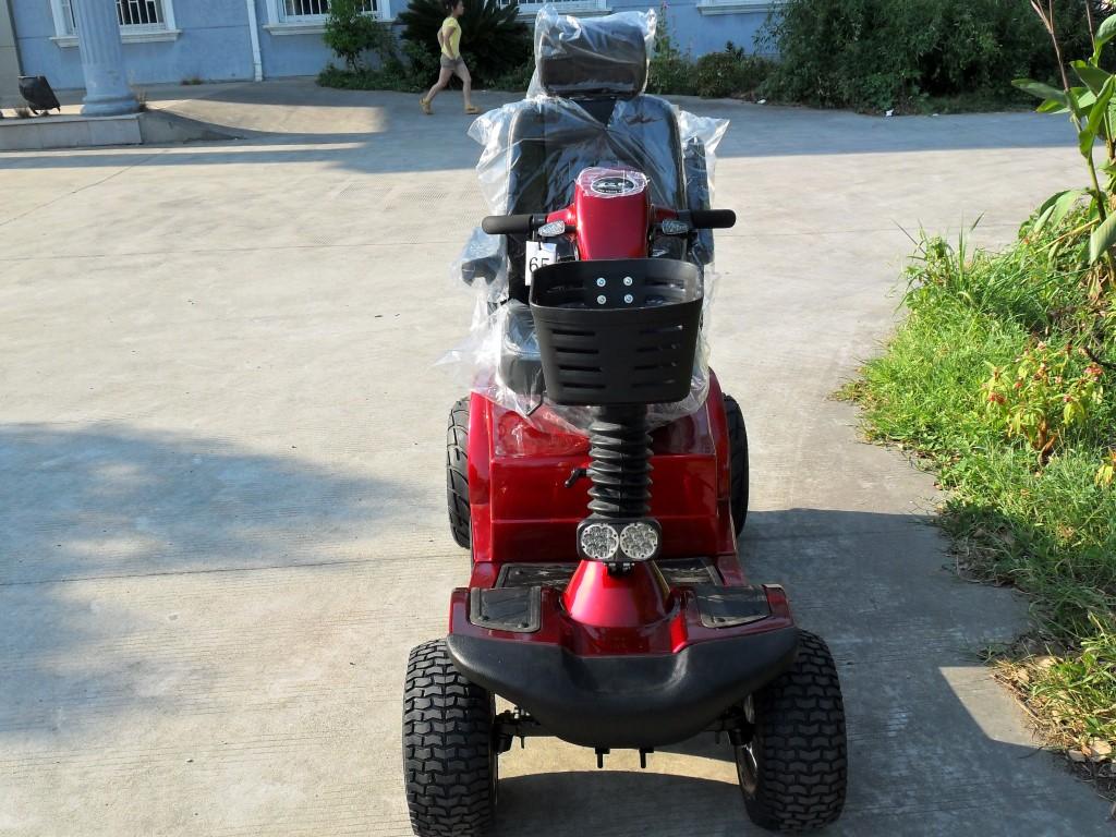 קלנועית דגם לשם בצבע אדום