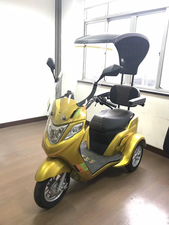 אופנוע חשמלי עם גג